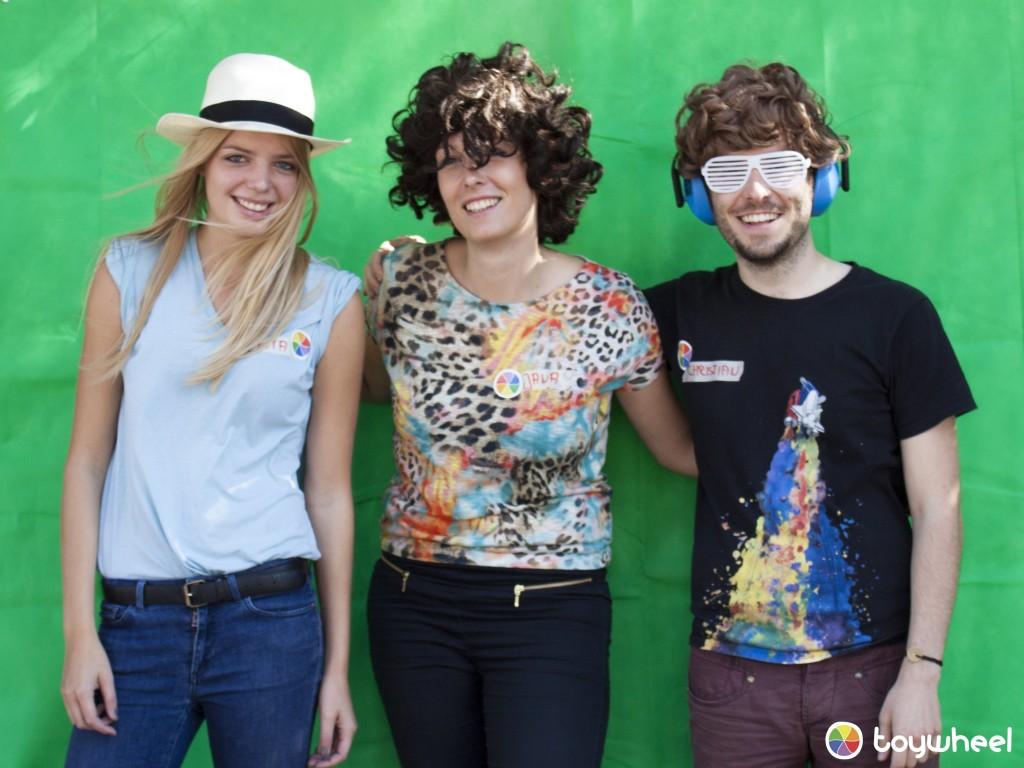 Foto von Lotta, Jana und Christian vor der Greenscreen-Wand